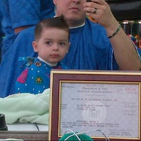 Photo taken at El Mejor Estilo Barbershop by Pablo H. on 8/6/2012