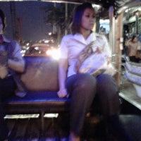 Photo taken at BMTA Bus Stop เดอะมอลล์บางแค ขาออก (The Mall Bangkae Outbound) by นายกระจอก on 5/23/2012