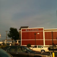Photo taken at Red Lobster by Bonnie on 8/4/2012