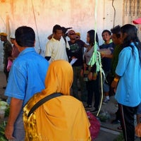 Photo taken at Tamu Pekan Membakut by Fareha J. on 4/29/2012