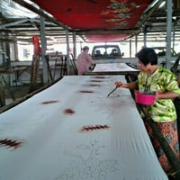 Photo taken at RNZ Batik Trandikraf by Enchek N. on 4/15/2012