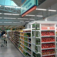 Photo taken at Supermercado Angeloni by Buffet Japonês E. on 4/30/2012