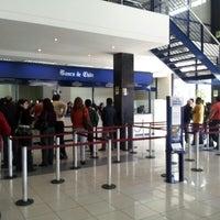 Das Foto wurde bei Banco De Chile von Carlos I. am 9/10/2012 aufgenommen