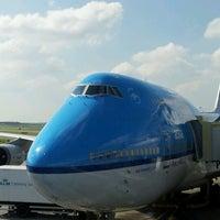 Photo taken at KLM Flight KL 643 by Alan N. on 7/6/2012