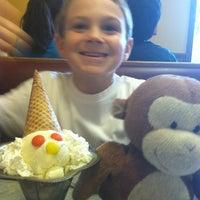 Photo taken at Friendly's Ice Cream by Alice H. on 7/29/2012
