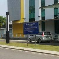Photo taken at Pejabat Pendaftaran UTHM by MoMoK PoWeR on 9/6/2012