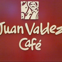 Photo taken at Juan Valdez Café by Octavio A. on 8/2/2012