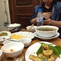 Photo taken at Cơm Chân by Bùi Tiến D. on 3/22/2012