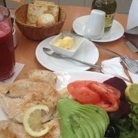 Photo taken at Cafeteria Cioccolatta by Victor Leighton D. on 8/27/2012