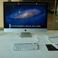 Photo taken at Switch (Apple Premium Reseller) by Aiman Zhafransyah on 7/13/2012