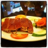 Photo taken at Hoằng Long Restaurant by Trình N. on 8/17/2012