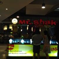 Photo taken at Mr.Shake by tazMAYnia on 6/28/2012