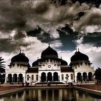 Photo taken at Masjid Raya Baiturrahman by Saifil C. on 4/7/2012