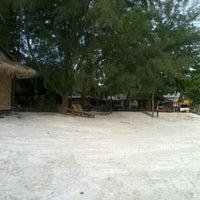 Photo taken at Green View Beach Resort by กุ้งนาง ก. on 8/25/2012