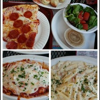Photo taken at Mamma's Brick Oven Pizza by My N. on 9/3/2012