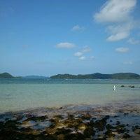 Photo taken at Sea Breeze @ Koh Mak by Aye on 8/12/2012