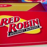 Photo taken at Red Robin Gourmet Burgers by Marjorie N. on 8/24/2012
