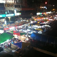 Photo taken at Pasar Malam Taman Connaught 康乐 by Yan L. on 7/4/2012