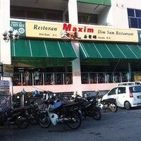 Photo taken at Maxim Dim Sum Restaurant by Innana C. on 3/18/2012