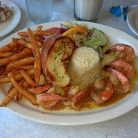 Photo taken at Lobo De Mar Restaurant by Veronica C. on 9/12/2012