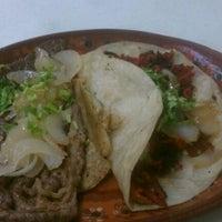Photo taken at Tacos Richard by Esaú G. on 4/2/2012