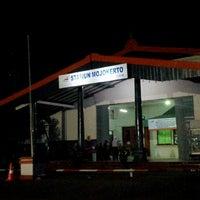 Photo taken at Stasiun Mojokerto by YulKoz on 8/15/2012