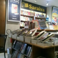 Photo taken at Livraria Saraiva by Rodolfo I. on 8/24/2012