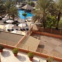 Photo taken at Sheraton Abu Dhabi Hotel & Resort by E1 ايوان🌠 on 7/21/2012