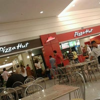 Photo taken at Pizza Hut by Guilherme H. on 8/11/2012