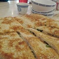 Photo taken at Darda Seafood 清真一條龍 by Gerardo M. on 2/25/2012