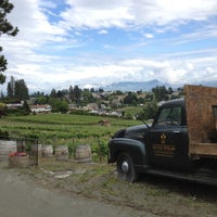 Photo taken at Little Straw Vineyards by Maude L. on 6/25/2012
