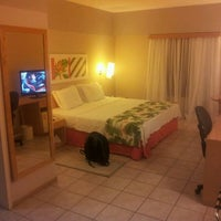 Photo taken at Comfort Hotel Fortaleza by Carlos H. on 4/10/2012