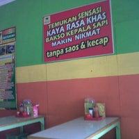 Photo taken at Bakso Kepala Sapi - Bekasi by Herry D. on 9/13/2012