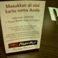Photo taken at Pizza Hut by Annisa H. on 3/13/2012