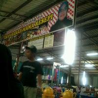 Photo taken at Ikan Bakar Mama Resepi by aikk on 5/30/2012