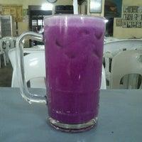 Photo taken at Amat Burger & Jus Buah Gelas Besar by Azwan A. on 6/30/2012