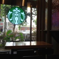 Photo taken at Starbucks by Gu M. on 7/28/2012