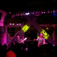 Photo taken at Live Lounge by En Ocasiones Veo Bares on 8/14/2012