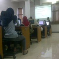 Photo taken at Fakultas Ilmu Administrasi (FIA) by Dimas I. on 9/10/2012