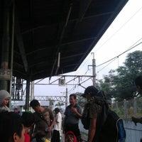 Photo taken at Commuter Line Tanah Abang-Serpong @Jalur 6 by Nur Fajri A. on 7/11/2012