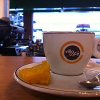 Photo taken at Floriano | Livraria & Café by Rafael C. on 6/23/2012