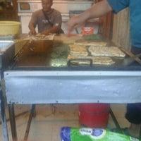 Photo taken at (Restoran Rafi) Murtabak Tomok Kg. Melayu by Al B. on 4/29/2012