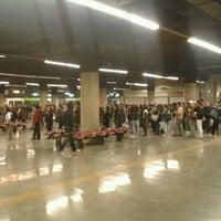 Das Foto wurde bei Metro La Cisterna von Eduardo M. am 5/14/2012 aufgenommen