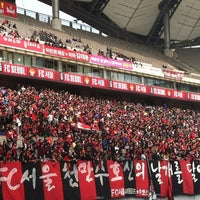 Photo taken at Seoul Worldcup Stadium by Joey d. on 3/18/2012