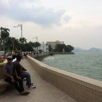 Photo taken at Esplanade (Padang Kota Lama) 舊關仔角 by Fong C. on 6/24/2012