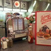 Photo taken at Johnny Rockets by Caio L. on 2/13/2012