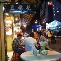 Photo taken at Green House Hokkien Mee (青屋蝦麵) by Eason H. on 5/11/2012