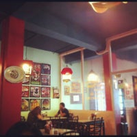 Photo taken at Kopi Oey by Iwan R. on 4/21/2012