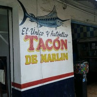 Photo taken at Tacón de Marlin by Puerco on 2/12/2012