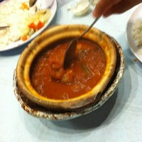 Photo taken at Asam Pedas Claypot, Jalan Salleh, Muar by Hairul Azli J. on 5/27/2012